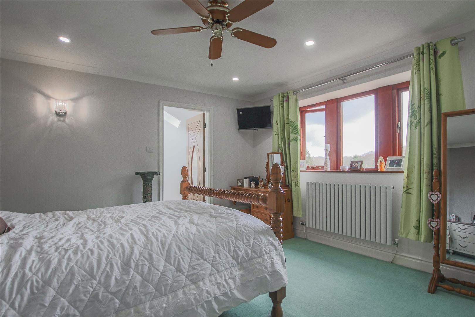 4 Bedroom Detached House For Sale - 20.JPG